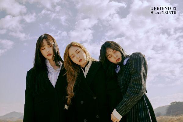 Tags: K-Pop, G-friend, Yuju, SinB, Umji, Coat, Three Girls, Head On Shoulder, Sky, Sleeping, Black Dress, Black Outfit