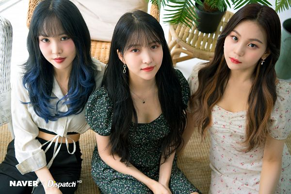 Tags: K-Pop, G-friend, Umji, Yuju, Sowon, Floral Print, Multi-colored Hair, From Above, White Outfit, Cherry, Trio, Three Girls