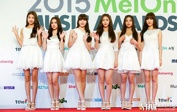 Tags: K-Pop, G-friend, Umji, Yuju, Sowon, Jung Yerin, SinB, Eunha, Looking Ahead, Wave, High Heels, White Outfit