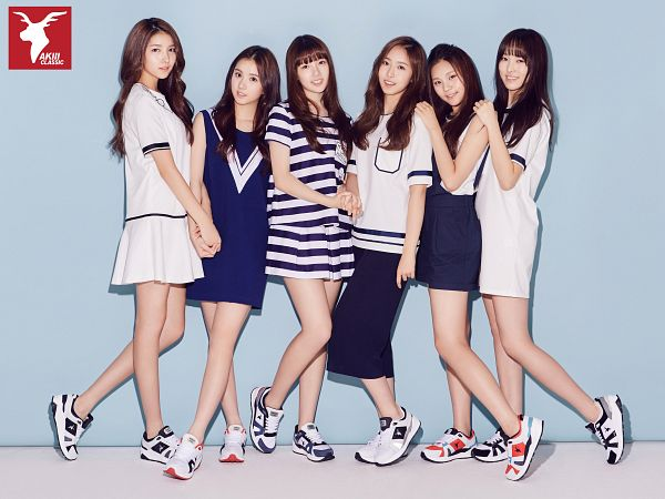 Tags: K-Pop, G-friend, Jung Yerin, SinB, Eunha, Umji, Yuju, Sowon, Shoes, Hand On Shoulder, Full Group, White Outfit