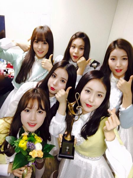 Tags: K-Pop, G-friend, Umji, Yuju, Sowon, Jung Yerin, SinB, Eunha, Close Up, Backstage, Trophy, Twitter
