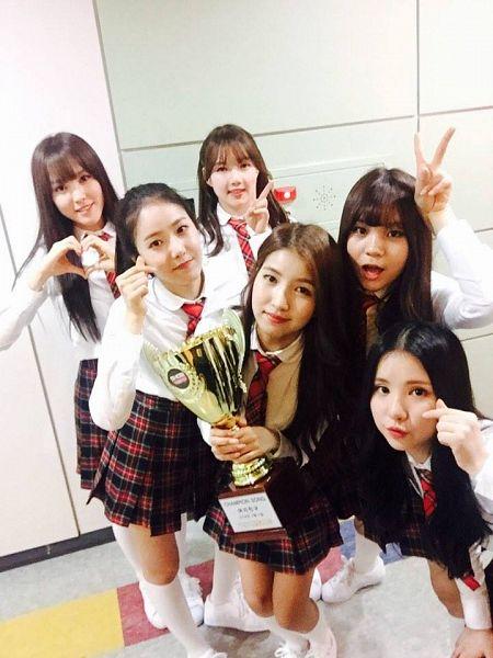 Tags: K-Pop, G-friend, Sowon, Jung Yerin, SinB, Eunha, Umji, Yuju, Close Up, Backstage, Trophy, Twitter