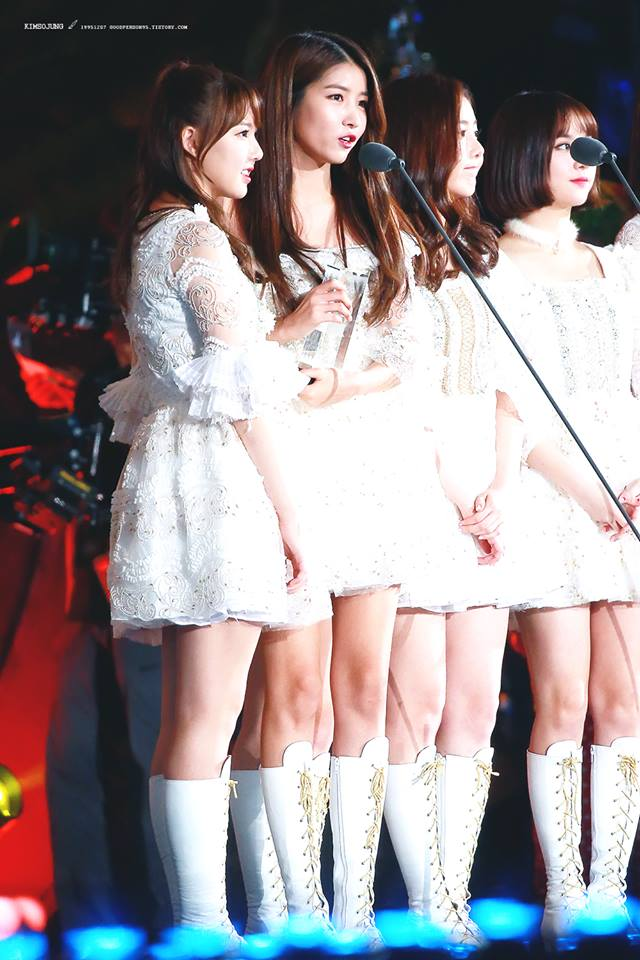 Tags: K-Pop, G-friend, Jung Yerin, SinB, Eunha, Sowon, White Outfit, Trophy, White Dress, White Footwear, Night, Music Stand