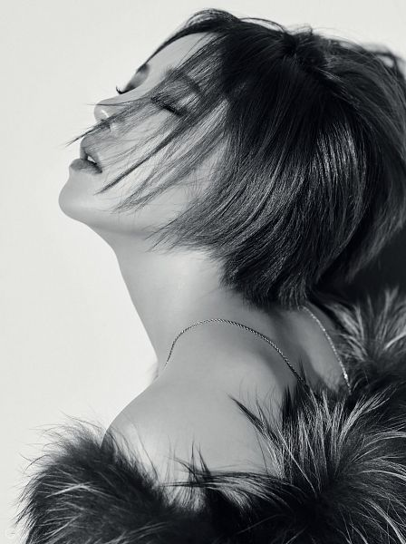 Tags: K-Pop, Brown Eyed Girls, Ga-In, Bare Shoulders, Eyes Closed, Fur Coat, Fur, Monochrome, Fur Trim, Gray Background, GQ Korea, Android/iPhone Wallpaper