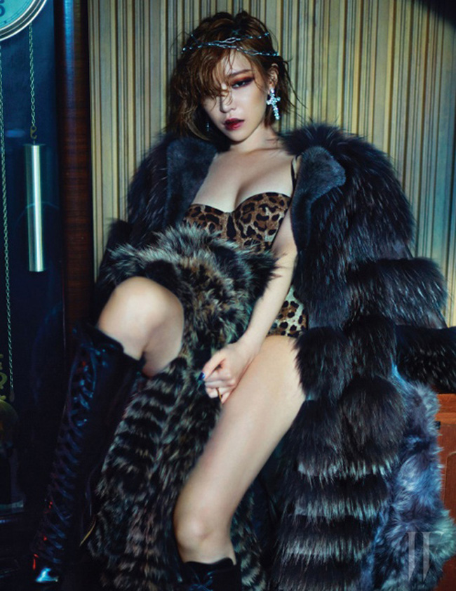 Tags: K-Pop, Brown Eyed Girls, Ga-In, Collarbone, Fur Coat, Black Outerwear, Red Lips, Animal Print, Coat, Bare Legs, Fur, Knee Boots