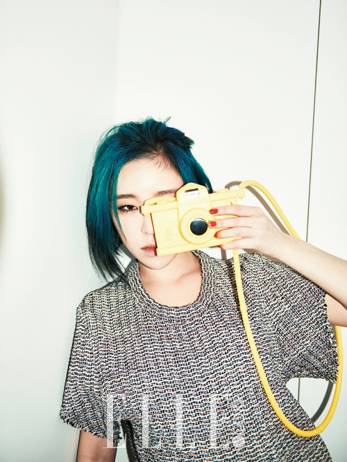 Tags: Brown Eyed Girls, Ga-In, Medium Hair, Covering Eyes, Blue Hair, Covering Mouth, Light Background, Text: Magazine Name, White Background, Camera, Elle Korea