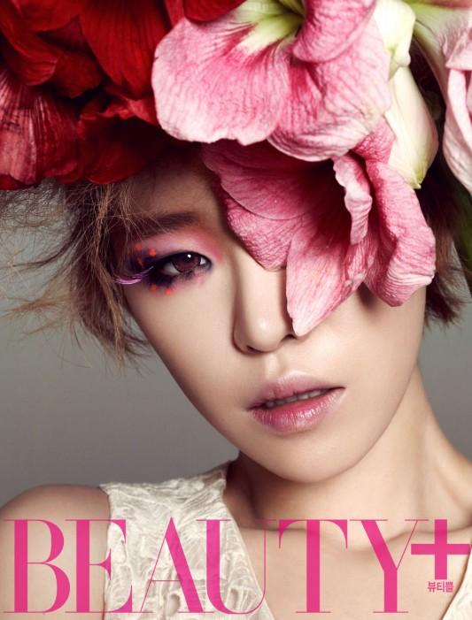 Tags: K-Pop, Brown Eyed Girls, Ga-In, Flower, Pink Flower, Collarbone, Bare Shoulders, Sleeveless Shirt, Text: Magazine Name, Sleeveless, Hair Ornament, Hair Flower