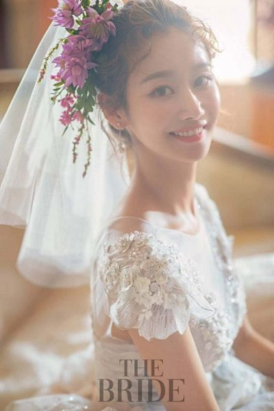 Tags: K-Pop, Crayon Pop, Geummi, Wedding Dress, White Outfit, Hair Flower, Hair Up, Flower, Veil, English Text, Pink Flower, White Dress
