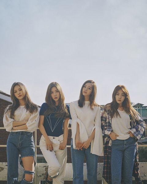 Tags: K-Pop, Girls' Day, Bang Minah, Yura, Park Sojin, Lee Hyeri, Pants, Leaning Back, Bangs, Short Sleeves, Quartet, Checkered Shirt