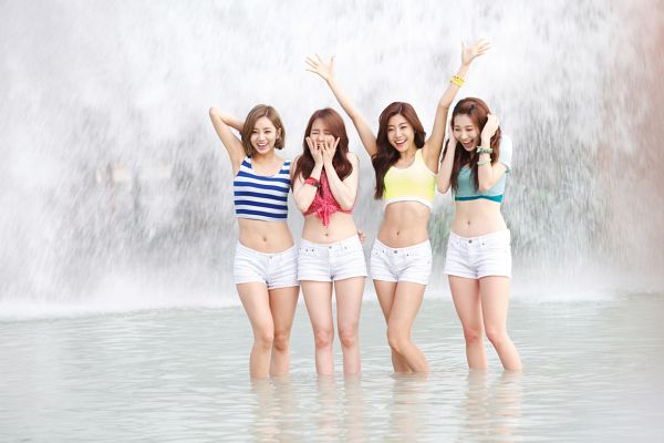 Tags: K-Pop, Girls' Day, Bang Minah, Yura, Park Sojin, Lee Hyeri, Matching Outfit, Arms Up, Covering Mouth, Bracelet, In Water, White Shorts