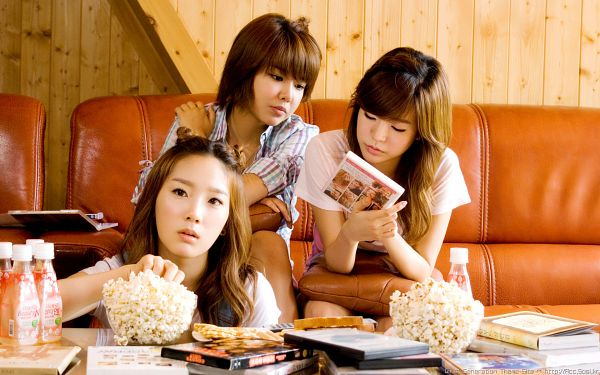 Tags: K-Pop, SM Town, Girls' Generation, Kim Tae-yeon, Sooyoung, Sunny