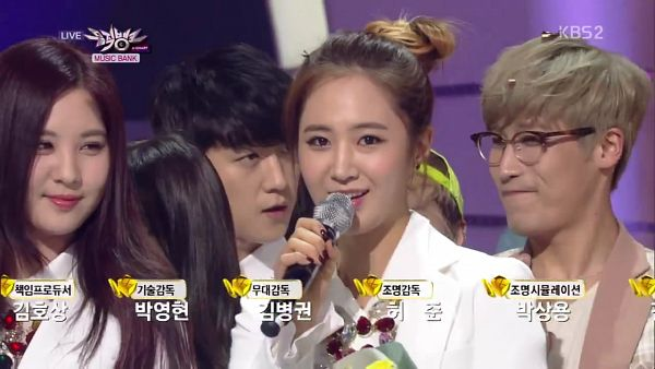 Tags: SM Town, K-Pop, Girls' Generation, Kwon Yuri, Seohyun, Duo, White Jacket, White Outfit, Two Girls, Wallpaper, Music Bank