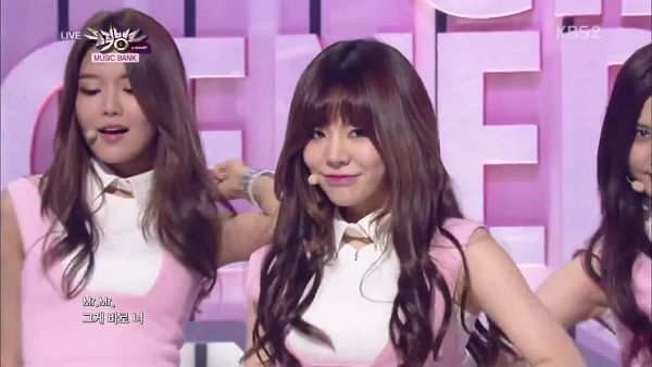 Tags: SM Town, K-Pop, Girls' Generation, Mr.Mr., Sunny, Sooyoung, Two Girls, Pink Dress, Duo, Pink Outfit, Matching Outfit, Music Bank