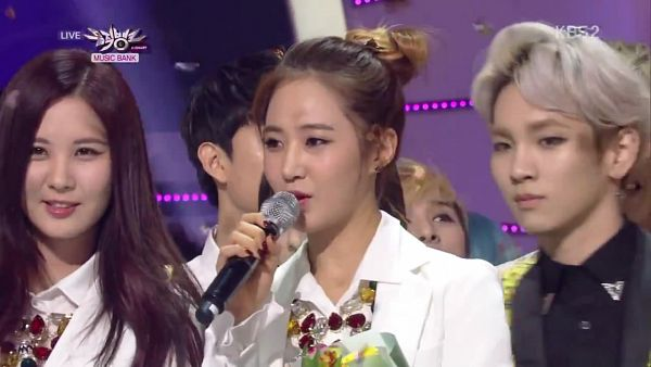 Tags: SM Town, K-Pop, Girls' Generation, Seohyun, Kwon Yuri, White Jacket, White Outfit, Wallpaper, Music Bank