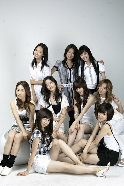 Tags: K-Pop, Girls' Generation, Kim Tae-yeon, Kim Hyo-yeon, Stephanie Young Hwang, Seohyun, Sunny, Sooyoung, Im Yoona, Jessica Jung, Kwon Yuri, Hand On Knee