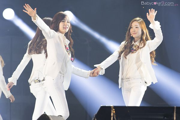 Tags: K-Pop, SM Town, Girls' Generation, Stephanie Young Hwang, Jessica Jung, Wallpaper