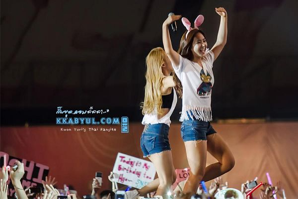 Tags: K-Pop, Girls' Generation, SM Town, Kwon Yuri, Kim Hyo-yeon
