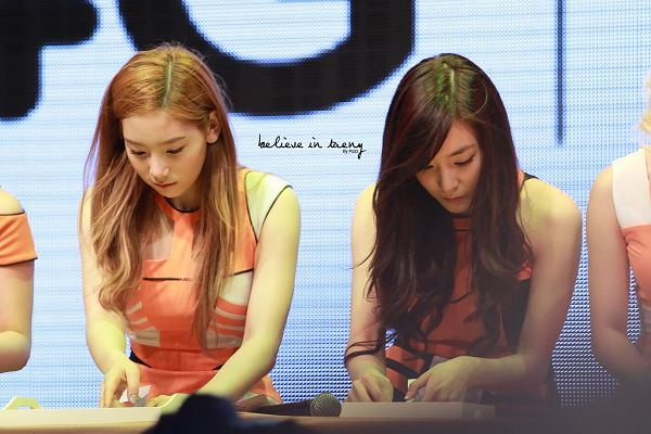 Tags: K-Pop, Girls' Generation, Stephanie Young Hwang, Kim Tae-yeon