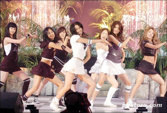 Tags: SM Town, K-Pop, Girls' Generation, Into The New World, Sooyoung, Kim Hyo-yeon, Jessica Jung, Seohyun, Kim Tae-yeon, Im Yoona, Kwon Yuri, Full Body