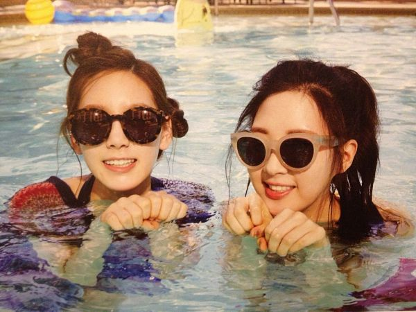 Tags: SM Town, K-Pop, Girls' Generation, Seohyun, Kim Tae-yeon, Two Girls, In Water, Hair Up, Wet, Duo, Glasses, Wet Hair