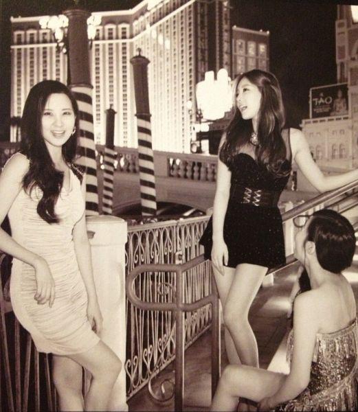 Tags: SM Town, K-Pop, Girls' Generation, TaeTiSeo, Stephanie Young Hwang, Kim Tae-yeon, Seohyun, Trio, Three Girls, Black Dress, White Dress, White Outfit