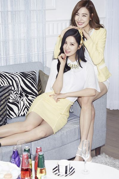 Tags: SM Town, K-Pop, Girls' Generation, Seohyun, Stephanie Young Hwang, Sitting On Couch, Yellow Skirt, White Skirt, Two Girls, Duo, Couch, White Footwear