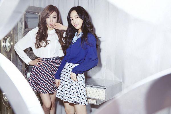 Tags: SM Town, K-Pop, Girls' Generation, Stephanie Young Hwang, Kim Tae-yeon, Blue Shirt, Two Girls, Duo, Hand On Hip, Mixxo