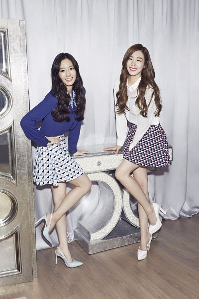 Tags: SM Town, K-Pop, Girls' Generation, Stephanie Young Hwang, Kim Tae-yeon, Standing On One Leg, Silver Footwear, Two Girls, Duo, Hand On Hip, Blue Shirt, High Heels