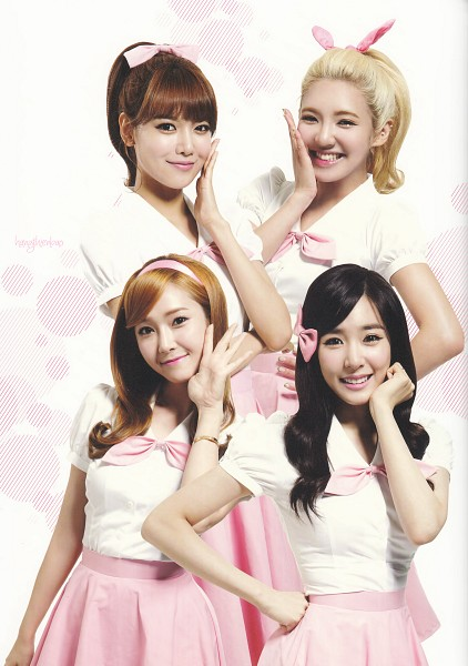 Tags: K-Pop, Girls' Generation, Kim Hyo-yeon, Stephanie Young Hwang, Sooyoung, Jessica Jung, Pink Neckwear, Matching Outfit, Pink Bow, Hand On Hip, Light Background, Spotted