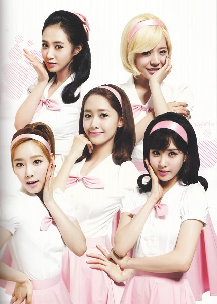 Tags: K-Pop, Girls' Generation, Im Yoona, Kwon Yuri, Sunny, Kim Tae-yeon, Seohyun, Pink Bow, Crossed Arms, Pink Headwear, Bow Tie, Matching Outfit