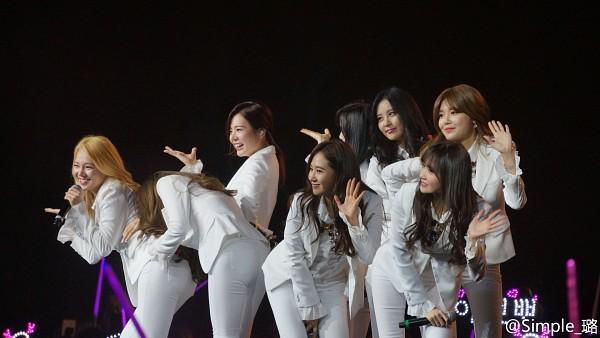 Tags: K-Pop, Girls' Generation, Gee, Kim Hyo-yeon, Stephanie Young Hwang, Sooyoung, Seohyun, Sunny, Im Yoona, Kim Tae-yeon, Kwon Yuri, Hand On Leg