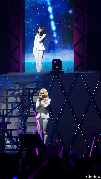 Tags: K-Pop, Girls' Generation, Kim Hyo-yeon, Im Yoona, Looking Ahead, White Jacket, Matching Outfit, Covering Mouth, White Pants, Blonde Hair, Onstage, Two Girls