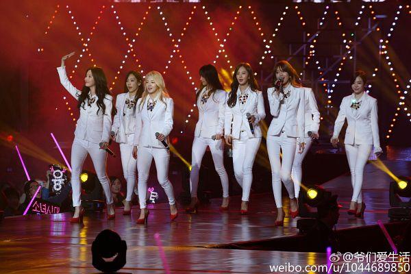 Tags: K-Pop, Girls' Generation, Kim Hyo-yeon, Stephanie Young Hwang, Seohyun, Sunny, Im Yoona, Kim Tae-yeon, Sooyoung, Kwon Yuri, White Pants, Shoes