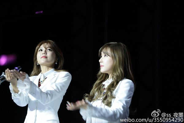 Tags: K-Pop, Girls' Generation, Stephanie Young Hwang, Sooyoung, Duo, Matching Outfit, Dark Background, Looking Up, Hold Out Hand, Black Background, Necklace, Two Girls