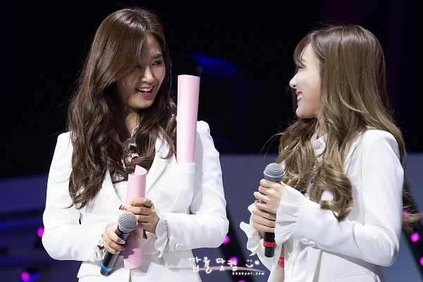 Tags: K-Pop, Girls' Generation, Kwon Yuri, Stephanie Young Hwang, Looking At Another, Korean Text, Matching Outfit, Two Girls, Duo, White Jacket, Wavy Hair, Dark Background