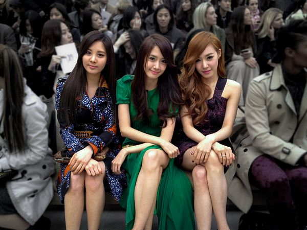 Tags: SM Town, K-Pop, Girls' Generation, Seohyun, Im Yoona, Stephanie Young Hwang, Purple Dress, Bag, Trio, Green Dress, Purple Outfit, Green Outfit