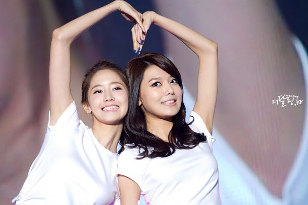 Tags: SM Town, K-Pop, Girls' Generation, Sooyoung, Im Yoona, Two Girls, Duo, Heart Gesture