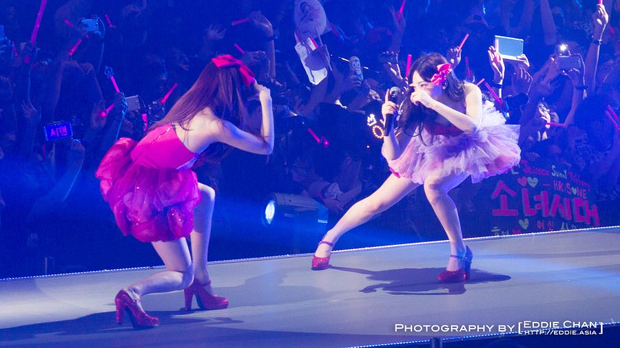 Tags: SM Town, K-Pop, Girls' Generation, Kim Tae-yeon, Stephanie Young Hwang, Two Girls, High Heels, Pink Bow, Duo, Pink Dress, Red Footwear, Crouching