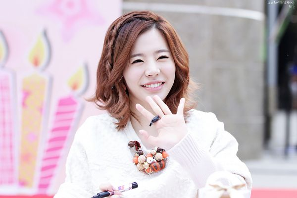 Tags: K-Pop, Girls' Generation, Sunny, Necklace, Looking Away, Medium Hair, Eyes Half Closed, Wave, Fansite Request