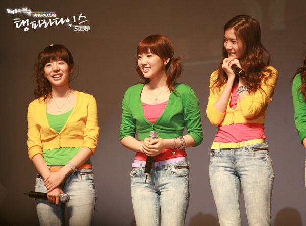 Tags: SM Town, K-Pop, Girls' Generation, Im Yoona, Sunny, Kim Tae-yeon, Looking Away, Microphone, Green Shirt, Green Outerwear, Pink Shirt, Yellow Outerwear