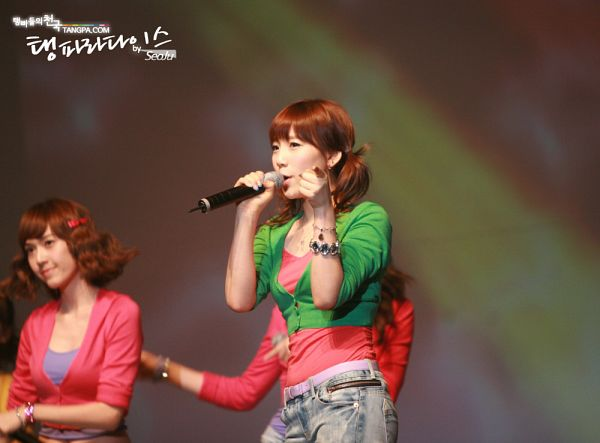 Tags: SM Town, K-Pop, Girls' Generation, Jessica Jung, Kim Tae-yeon, Jeans, Purple Shirt, Microphone, Two Girls, Green Outerwear, Duo, Twin Tails