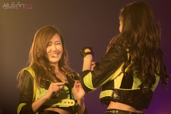Tags: K-Pop, Girls' Generation, Stephanie Young Hwang, Kim Tae-yeon, Wavy Hair, Fingerless Gloves, Matching Outfit, Two Girls, Pointing, Black Gloves, Midriff, Laughing