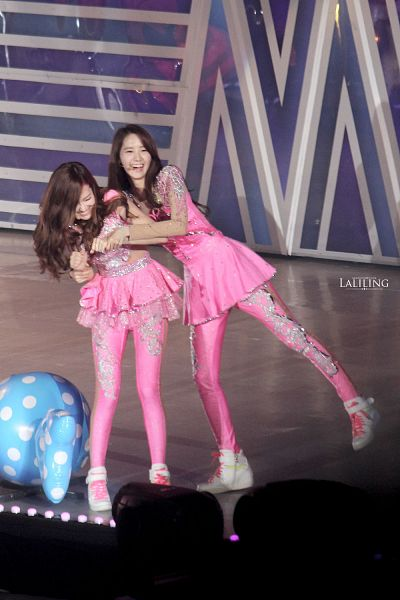 Tags: K-Pop, Girls' Generation, Seohyun, Im Yoona, Jessica Jung, Standing On One Leg, Wavy Hair, Pink Shirt, Hand On Arm, Leg Up, Pink Outfit, Sneakers