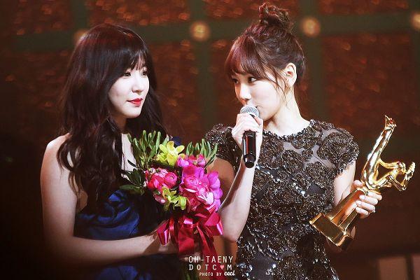 Tags: SM Town, K-Pop, Girls' Generation, Stephanie Young Hwang, Kim Tae-yeon, Sleeveless, Sleeveless Dress, Bouquet, Blue Dress, Hair Up, Trophy, Two Girls