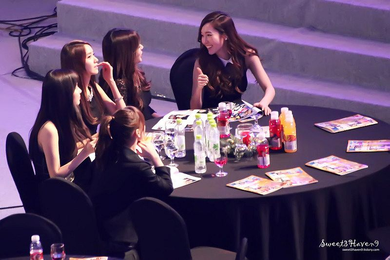Tags: SM Town, Seoul Music Awards, K-Pop, Girls' Generation, Sunny, Jessica Jung, Kim Tae-yeon, Im Yoona, Stephanie Young Hwang, Sitting, Black Dress, Sitting On Chair