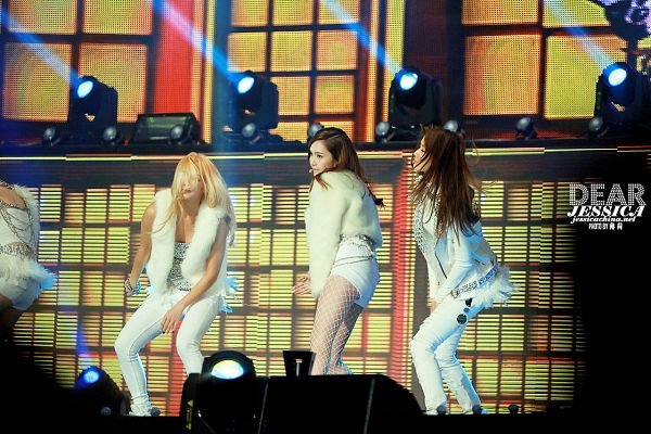 Tags: SM Town, K-Pop, Seoul Music Awards, Girls' Generation, I Got A Boy, Im Yoona, Kim Hyo-yeon, Jessica Jung, White Jacket, Checkered Background, Yellow Background, Bare Legs