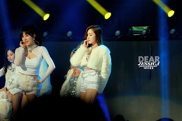 Tags: SM Town, K-Pop, Seoul Music Awards, Girls' Generation, I Got A Boy, Seohyun, Stephanie Young Hwang, Jessica Jung, Bare Legs, White Jacket, Fishnets, Pantyhose