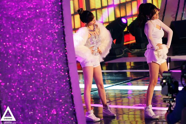 Tags: SM Town, Seoul Music Awards, K-Pop, Girls' Generation, I Got A Boy, Stephanie Young Hwang, Sunny, Bare Legs, Sneakers, Silver Shirt, White Outfit, Shoes