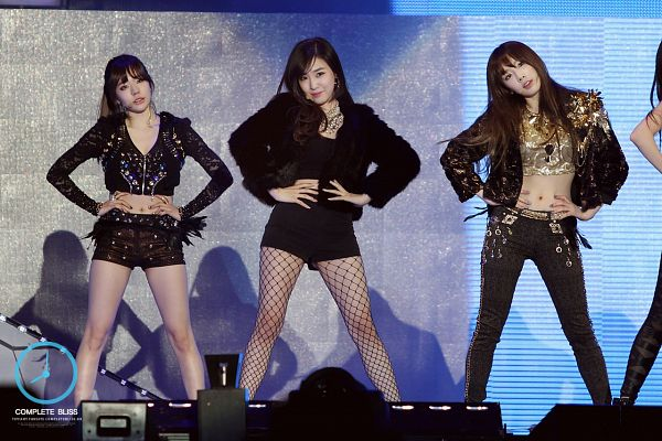 Tags: SM Town, K-Pop, Girls' Generation, I Got A Boy, Kim Tae-yeon, Stephanie Young Hwang, Sunny, Fishnets, Bare Legs, Pantyhose, Black Pants, Hand On Hip