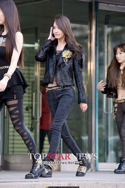 Tags: SM Town, K-Pop, Girls' Generation, Seohyun, Im Yoona, Kim Tae-yeon, Looking Ahead, Shorts, Black Pants, Black Shirt, Bracelet, Black Jacket